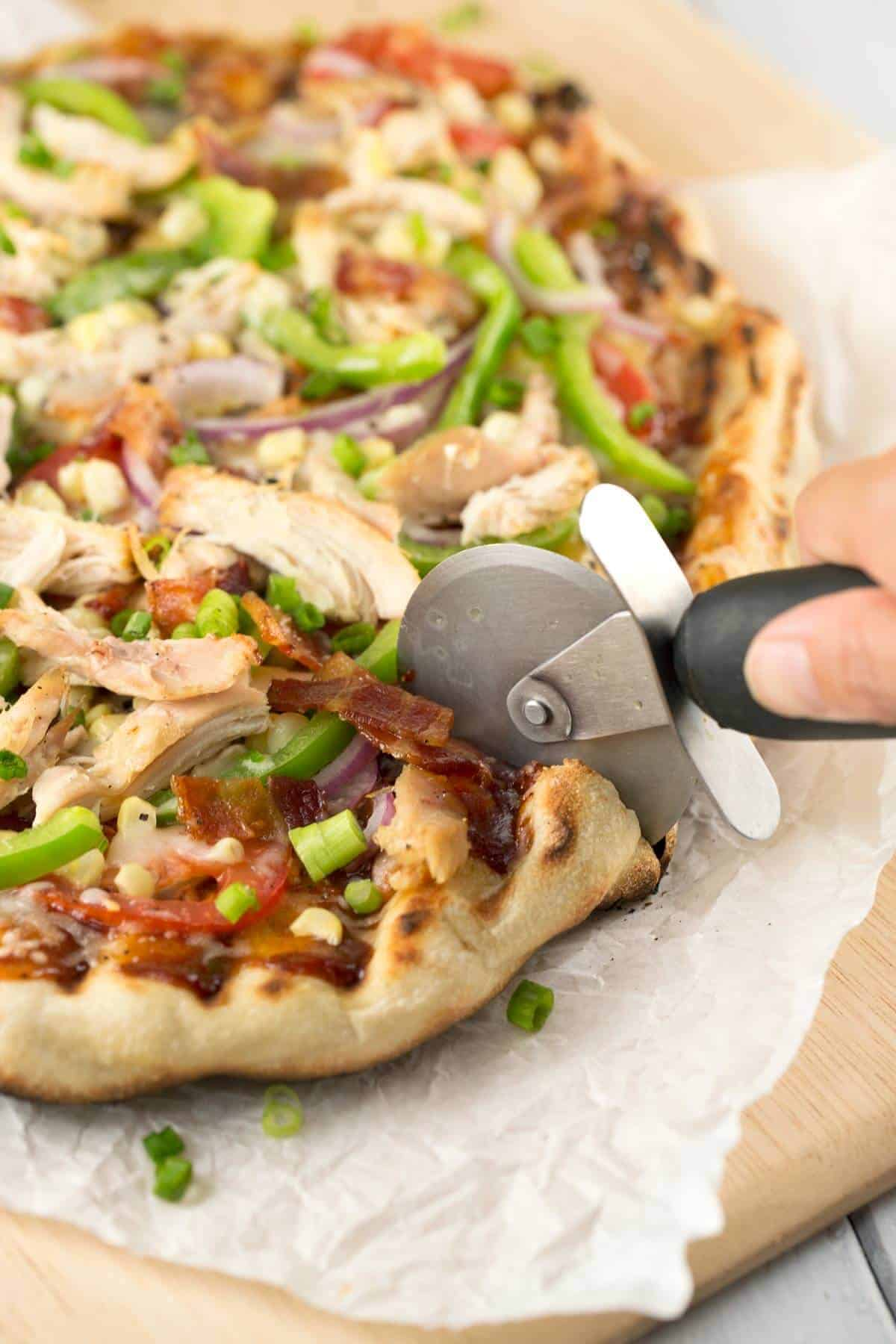 Crispy Grilled BBQ Chicken Pizza being sliced | jessicagavin.com