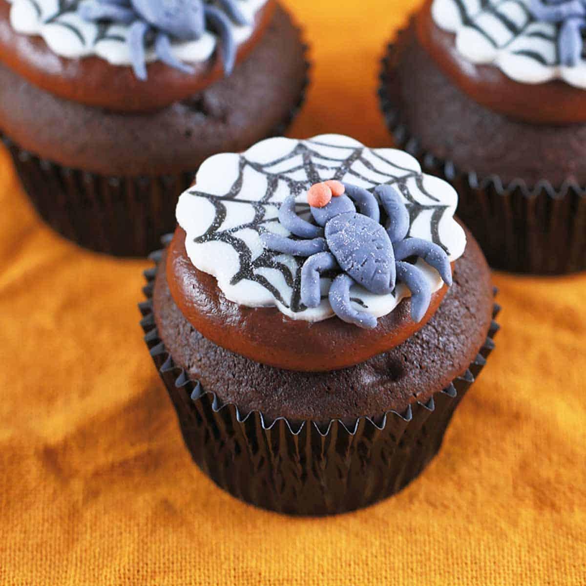 Fun spooky spider web halloween cupcakes recipe jessica for How to make halloween cupcake cakes