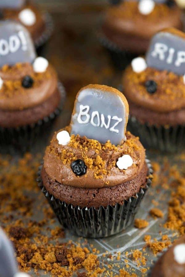 chocolate-brownie-graveyard-halloween-cupcakes