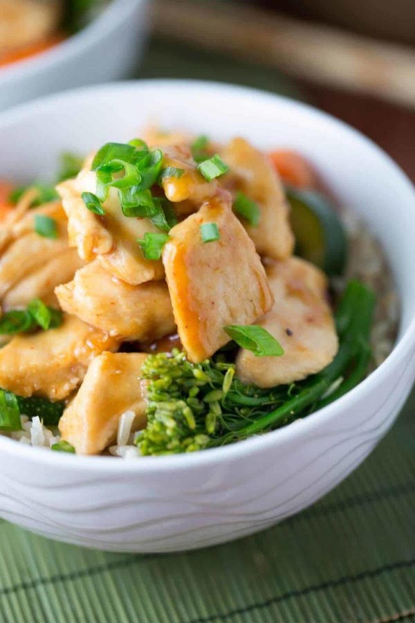 bowl of spicy Sriracha chicken stir-fry