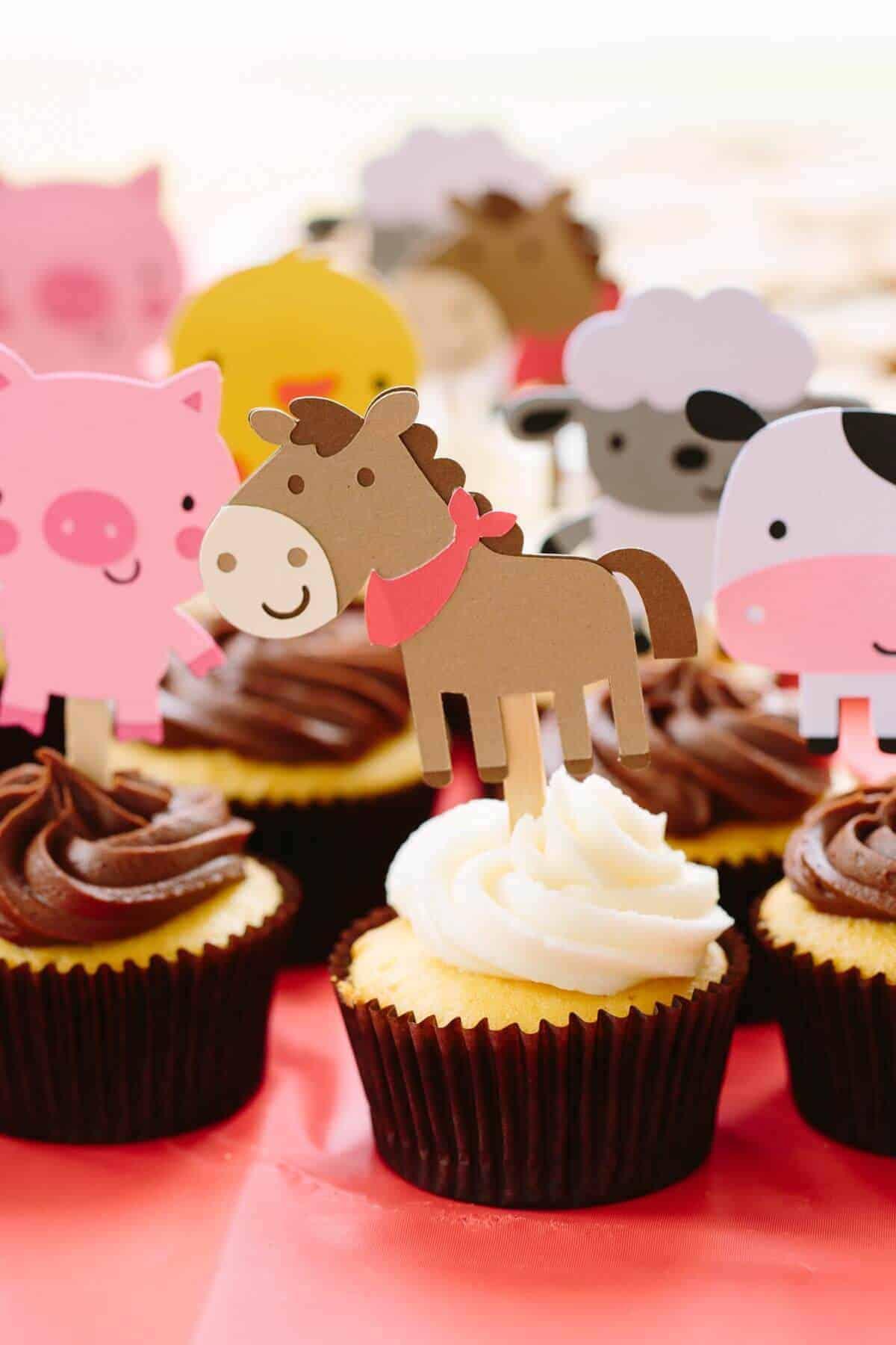 james-1st-bday-horse-cupcake