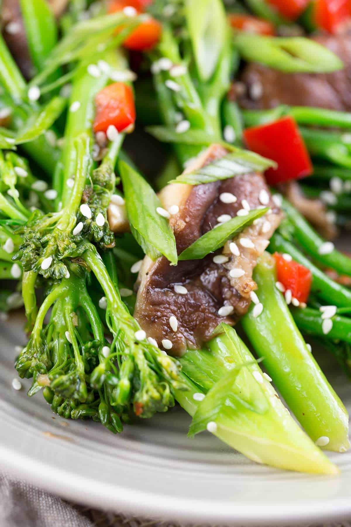 Broccolini and shiitake mushroom stir-fry with sesame seeds | jessicagavin.com #chineserecipes