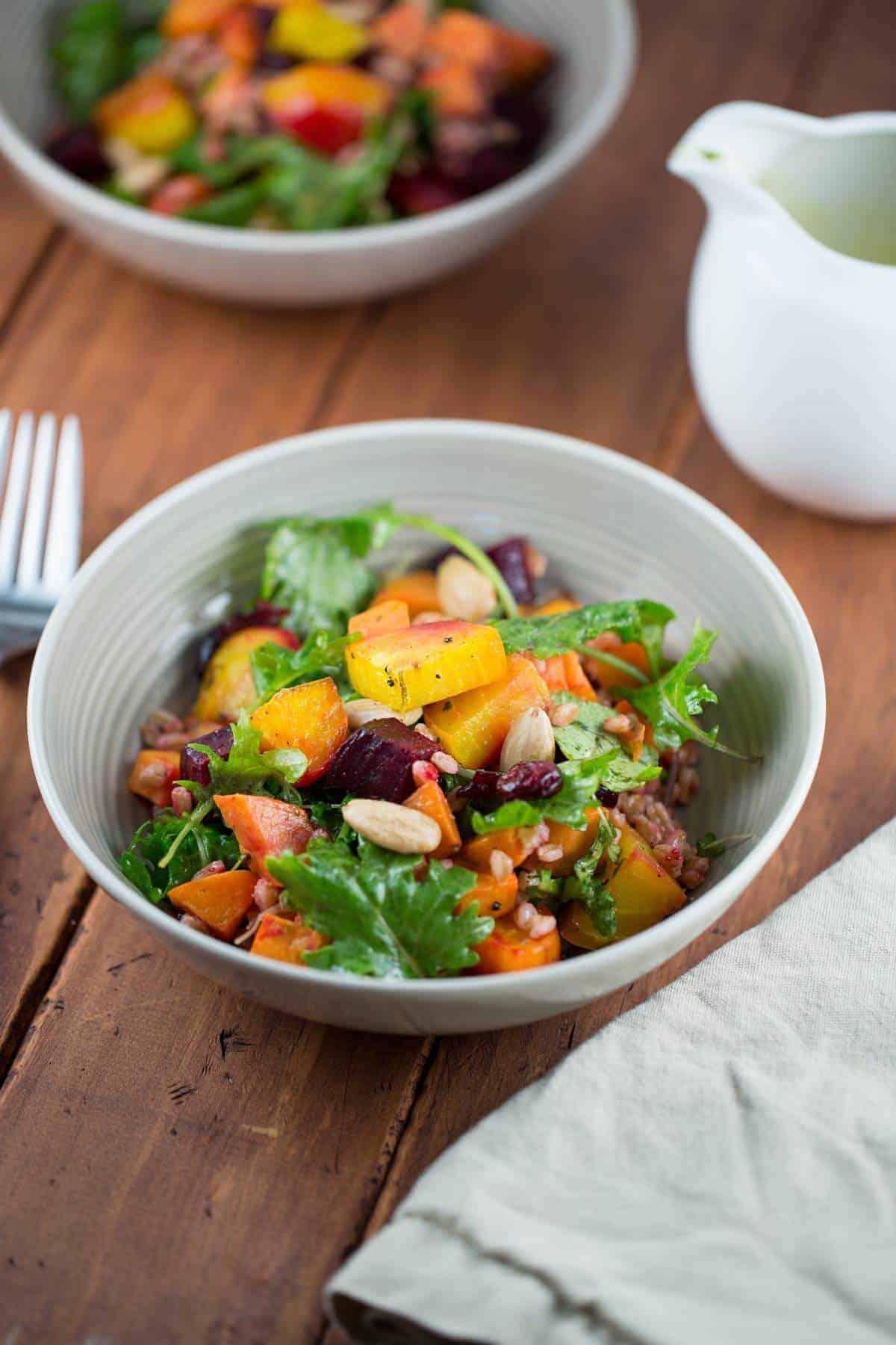 Delicious Harvest Roasted Root Vegetable Salad with Farro | jessicagavin.com #healthyrecipe
