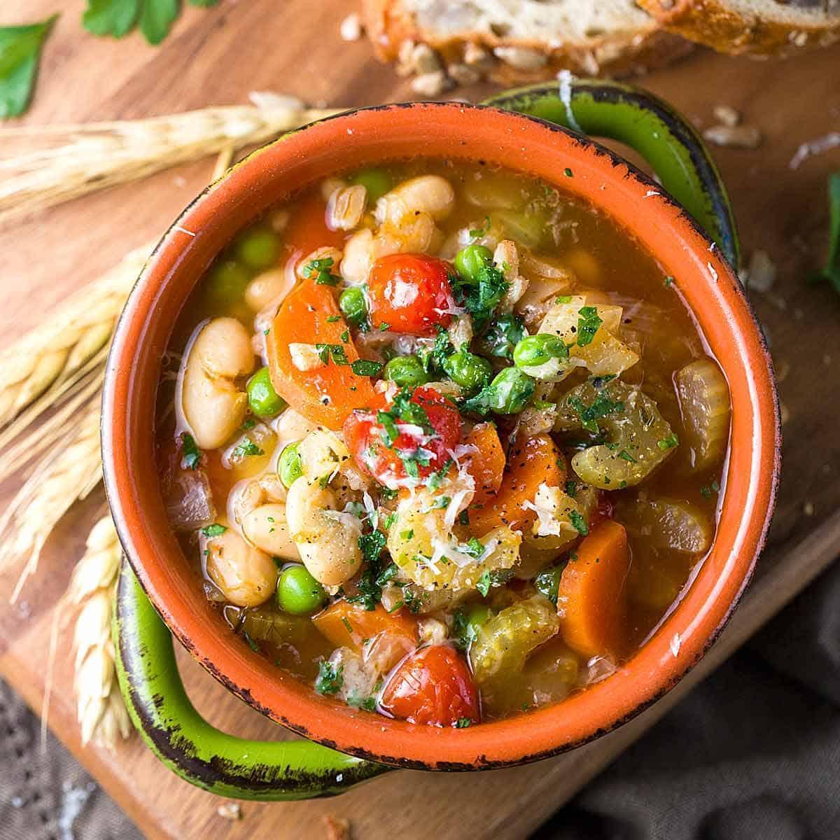 Delicieux Hearty Garden Vegetable Farro Soup Recipe