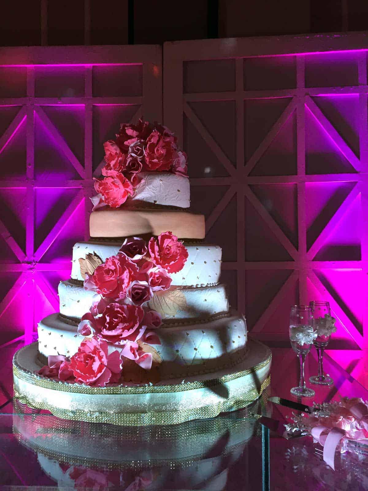 03-jasmin-eli-wedding-cake