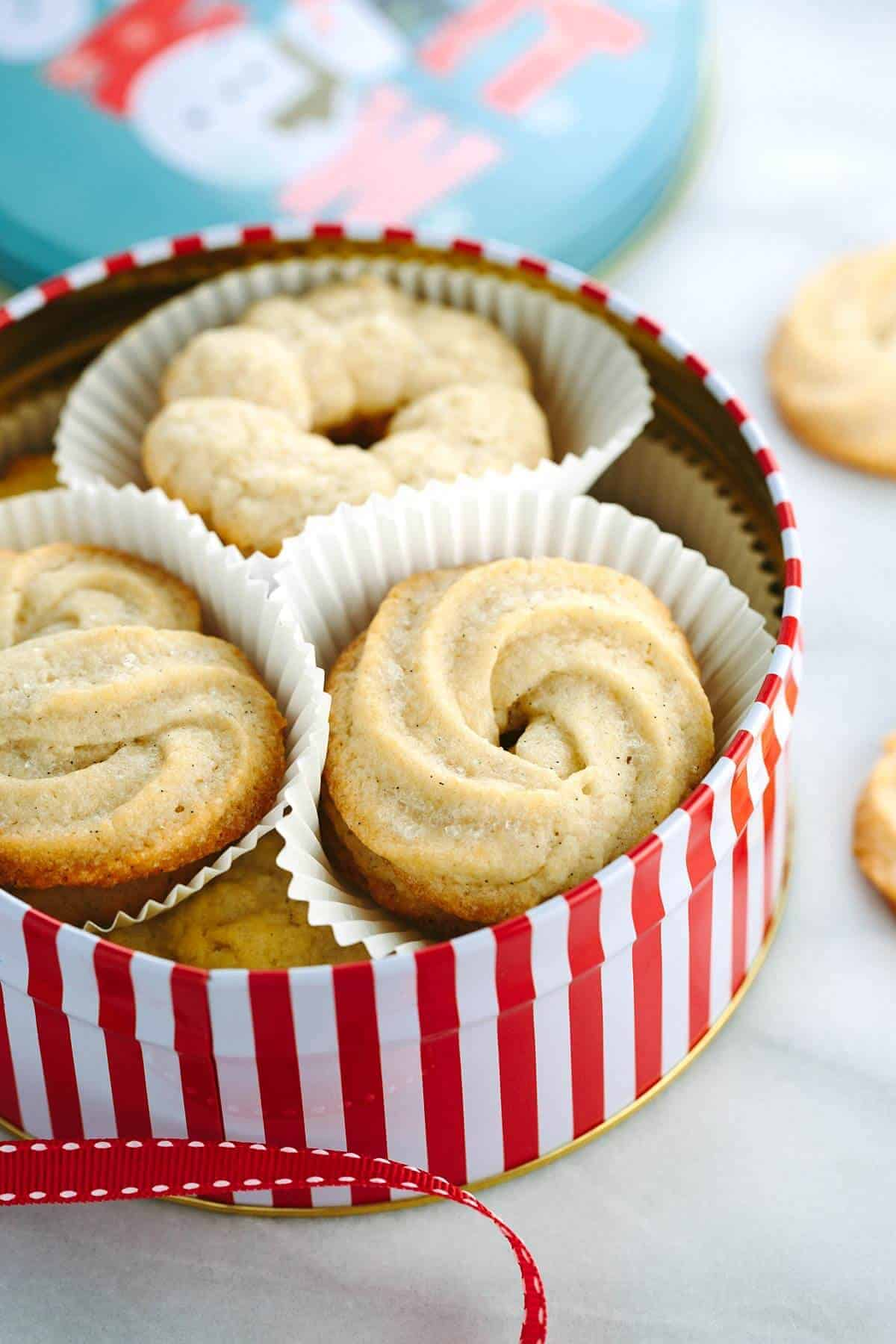 Vanilla Bean Danish Butter Cookies - using this recipe you can make your own tin of sweet butter cookies with different unique piped designs. | jessicagavin.com