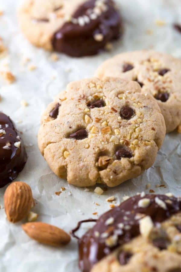 10 Festive Holiday Cookies - A tasty collection of incredible cookies that will shine at any gathering. | jessicagavin.com
