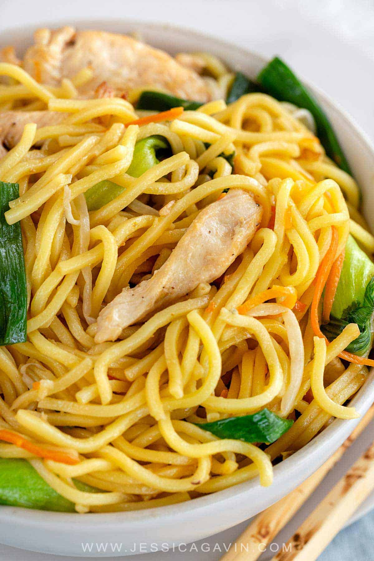 Chicken lo mein stir fry recipe loaded with lean protein, bok choy, bean sprouts, and carrots. A flavorful Chinese meal with chewy egg noodles. #lomein #stirfry #chinese #chicken #noodles