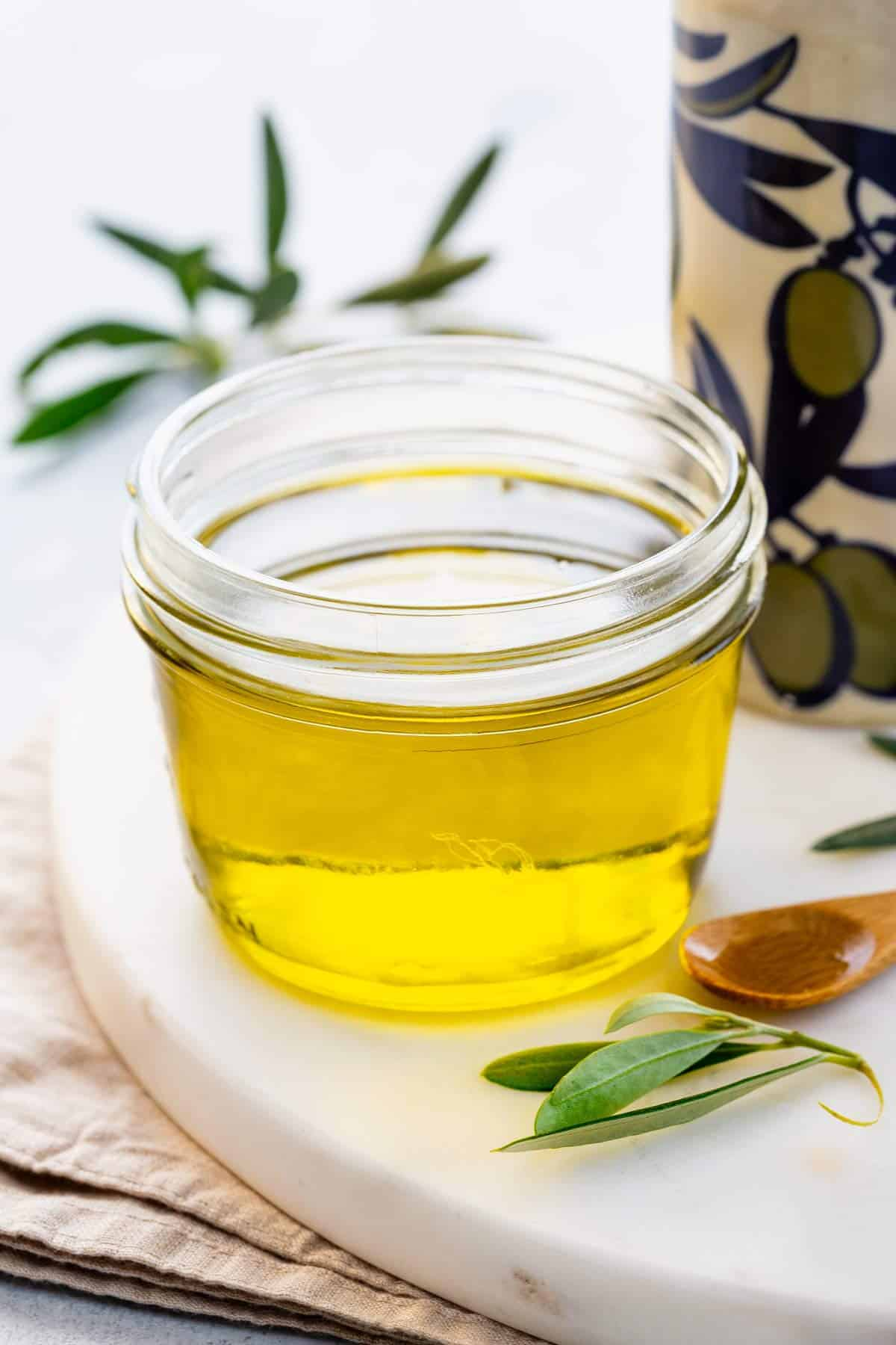 Olive oil benefits your body, your brain, and your recipes! This oil is used to enhance the flavor and it conducts higher temperatures to cook food quickly. #oliveoil #cookingoil #cooking101 #foodscience
