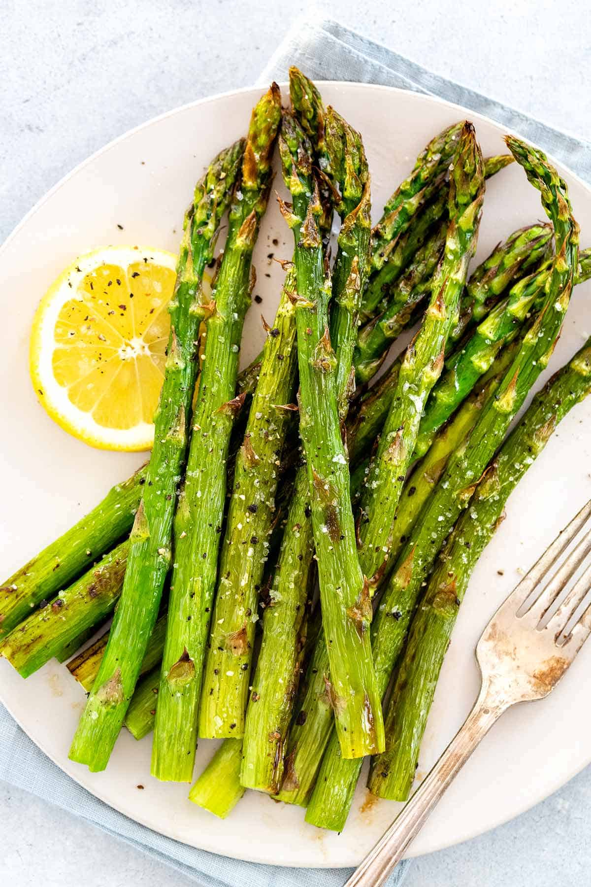 Learn how to cook asparagus 6 ways! You can prepare this fibrous vegetable by either boiling, steaming, roasting, sauteing, broiling, or pan-roasting. #asparagus #vegetable #vegetarian