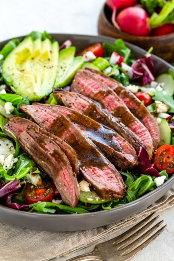 Steak salad with homemade balsamic dressing
