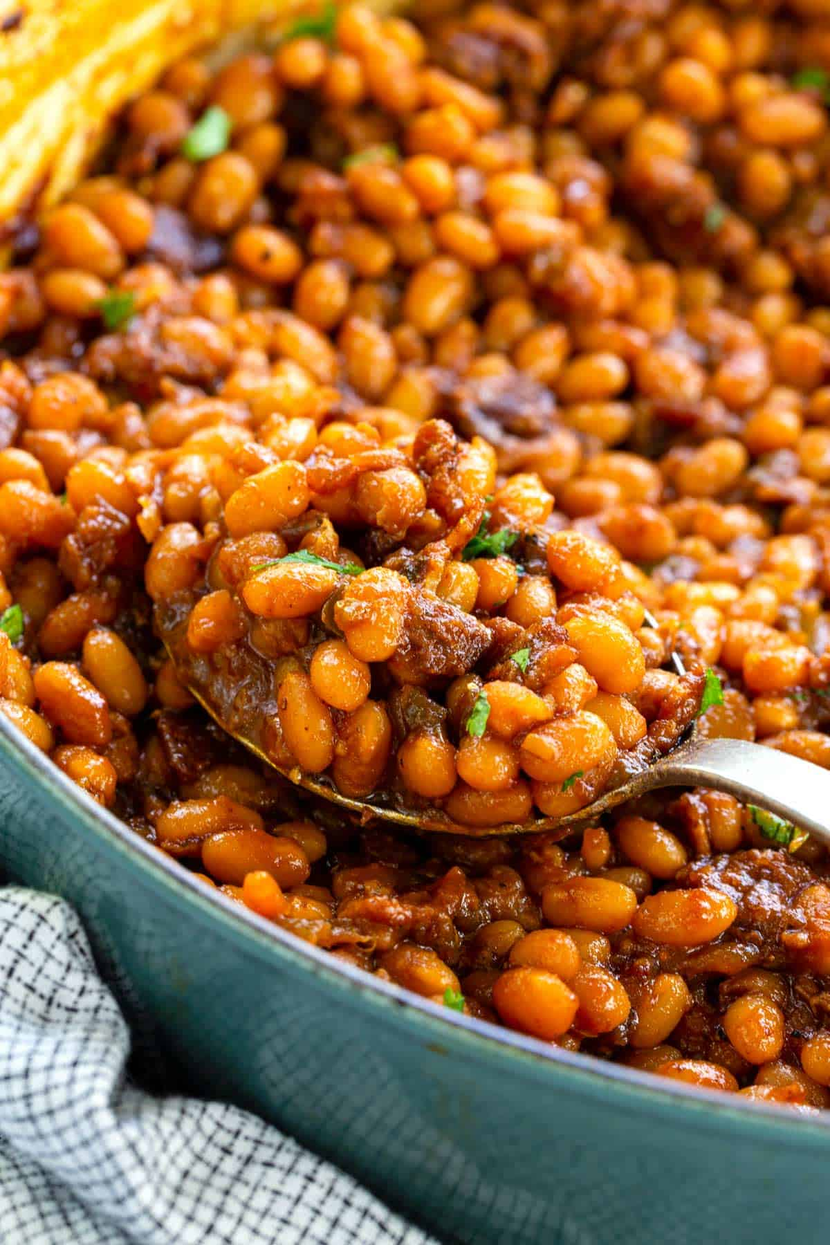 Easy homemade baked beans recipe that goes well with your favorite barbecued foods or as an everyday side dish. #bakedbeans #beans #barbecue