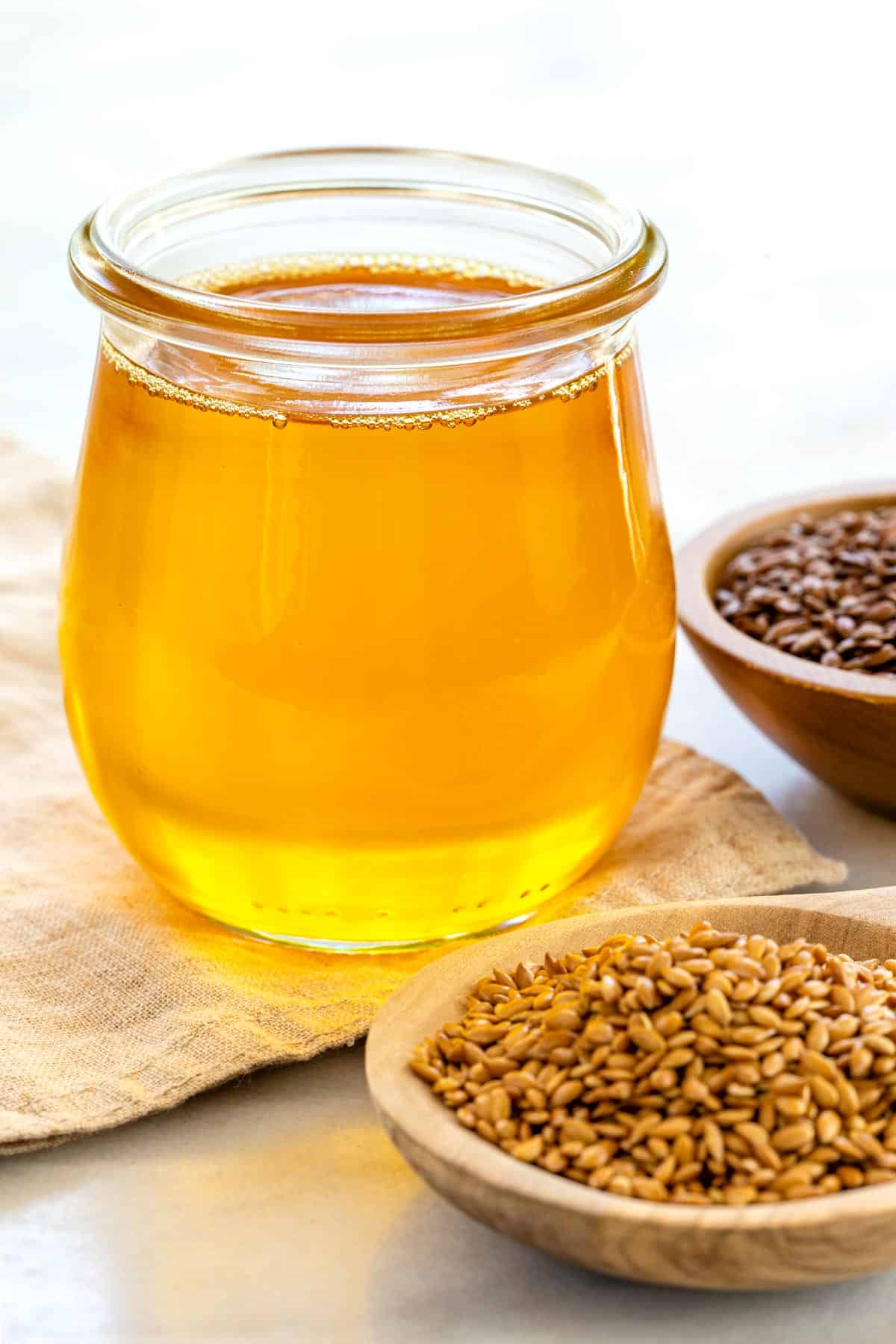 spite certain flaxseed oil benefits, it's actually not ideal for some recipes. Learn how you should and shouldn't use it in the kitchen. #flaxseed #flaxseedoil