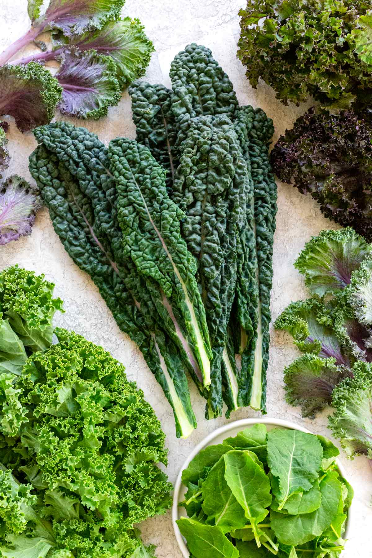 Kale is a superfood, so don't let this vegetable slip you by. Kale has tons of health benefits and it can add interesting flavor to your meals. #kale #healthy #vegetables #salad