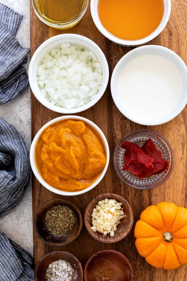 Ingredients to make a pumpkin pasta recipe